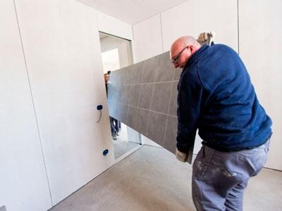 Incollaggio pannelli pavimento MP Tile su massetto in cemento